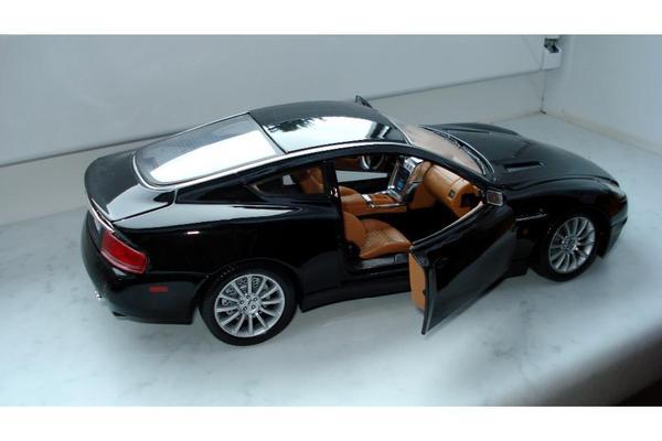 modellauto 1 18 aston martin vanquish in erfurt modellautos kaufen und verkaufen ber private. Black Bedroom Furniture Sets. Home Design Ideas