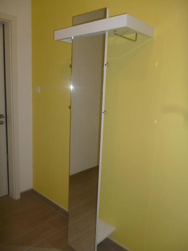 Moderne garderobe wei hochglanz mit spiegel der marke for Garderobe quoka