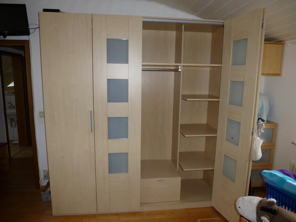 ikea kleiderschrank faltt ren. Black Bedroom Furniture Sets. Home Design Ideas