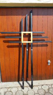 Modernes Grabkreuz