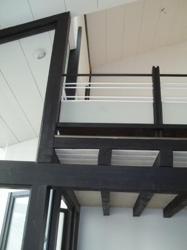 modernes offenes wohnen mit galerie badewanne wintergarten neue wpc terrasse garage mit. Black Bedroom Furniture Sets. Home Design Ideas
