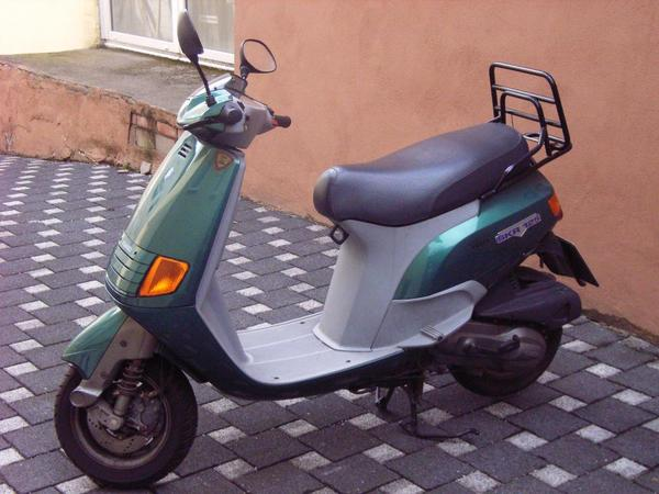 motorroller piaggio skr 125 keine 5000 km in. Black Bedroom Furniture Sets. Home Design Ideas