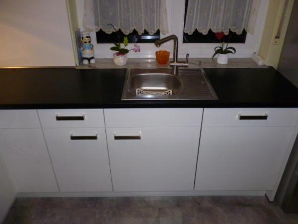 neue k chenarbeitsplatte arbeitsplatte nobilia k chenplatte in schwarz hochglanz in osthofen. Black Bedroom Furniture Sets. Home Design Ideas