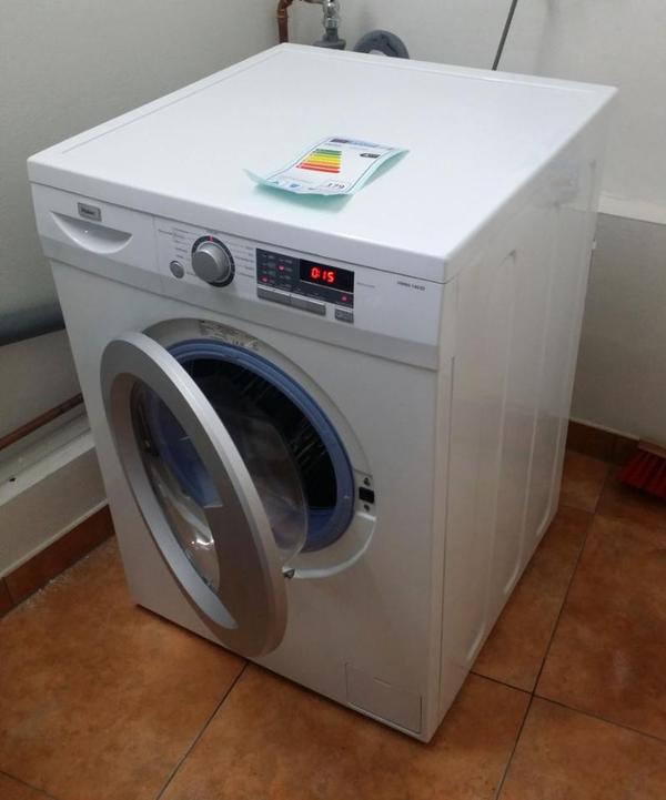 neuwertige haier hw80 1403d waschmaschine 8kg 1400upm a. Black Bedroom Furniture Sets. Home Design Ideas