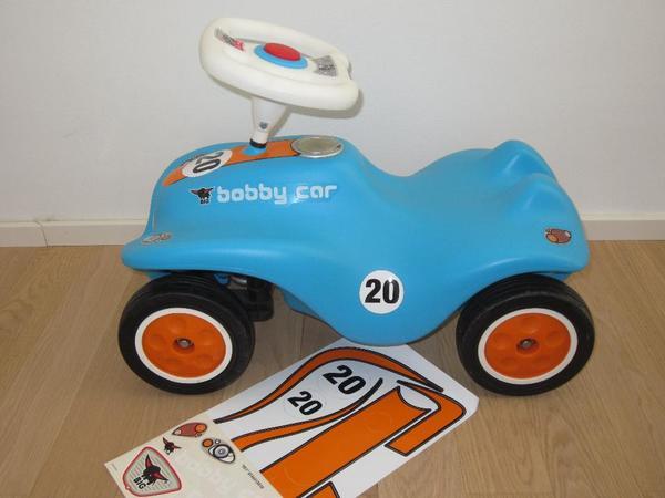 verkaufen neuwertiges bobby car mit einem extra satz aufkleber f r kleine rennfahrer das bobby. Black Bedroom Furniture Sets. Home Design Ideas