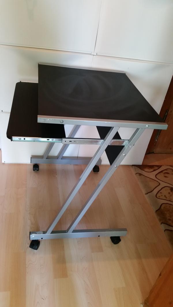pc laptop tisch in f rth computerm bel kaufen und verkaufen ber private kleinanzeigen. Black Bedroom Furniture Sets. Home Design Ideas