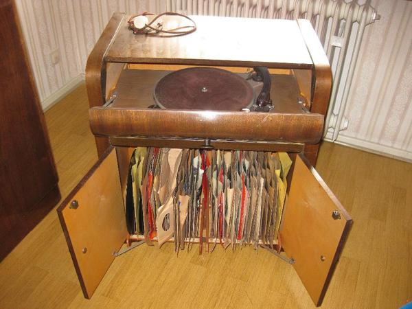 plattenspieler schrank antik in viernheim plattenspieler tonband kaufen und verkaufen ber. Black Bedroom Furniture Sets. Home Design Ideas
