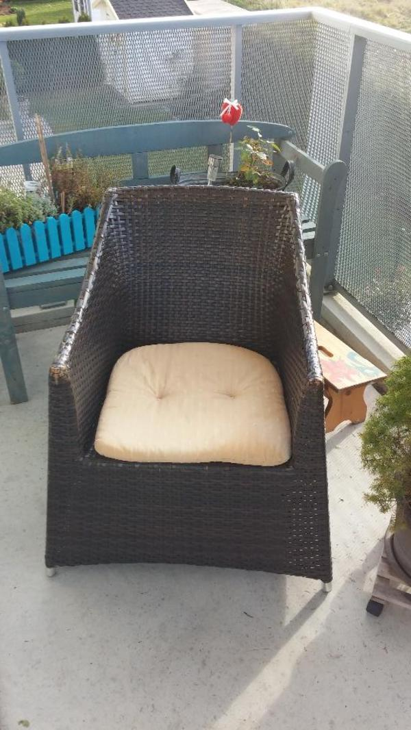 batik m bel masivholz handbemalte unikate tisch durchmesser 80 cm h he 60 cm tisch mit drei. Black Bedroom Furniture Sets. Home Design Ideas