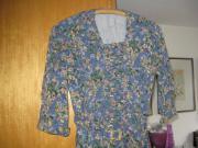 Retro-Kleid S/XL Echtes Retro-Kleid aus den 50er Jahren. Stahlblau mit Frühlingsblümchen in Terrakotta-Farbe. ... 8,- D-54579Üxheim Heyroth Heute, 09:55 Uhr, Üxheim Heyroth - Retro-Kleid S/XL Echtes Retro-Kleid aus den 50er Jahren. Stahlblau mit Frühlingsblümchen in Terrakotta-Farbe