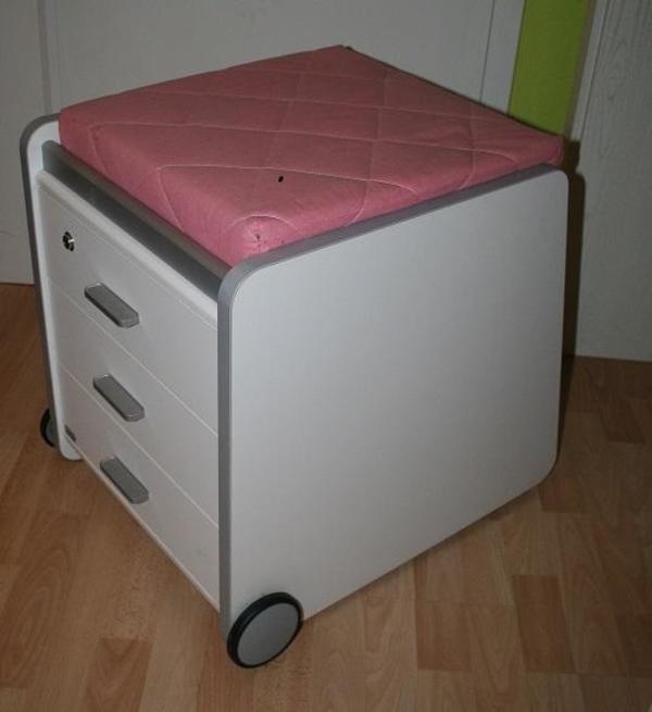 rollcontainer von paidi wei 3 schubladen und sitzfl che mit rosa kissen in mannheim kinder. Black Bedroom Furniture Sets. Home Design Ideas