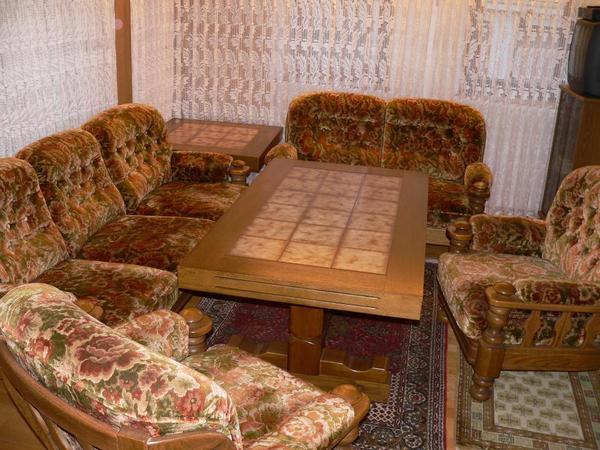 rustikale wohnzimmer sitzgruppe mit 2 tische in eu erthal. Black Bedroom Furniture Sets. Home Design Ideas