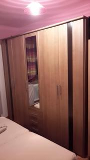 Schlafzimmer Bettgestell & Kleiderschrank