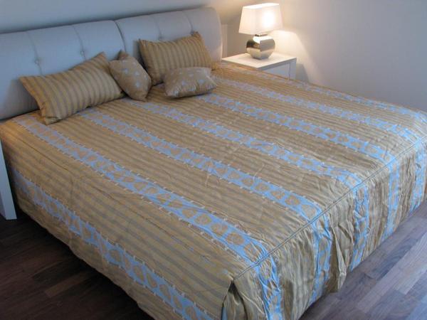 schlafzimmerveredelung tagesdecke von ruf inkl gardinen und kissen in m nchen gardinen. Black Bedroom Furniture Sets. Home Design Ideas