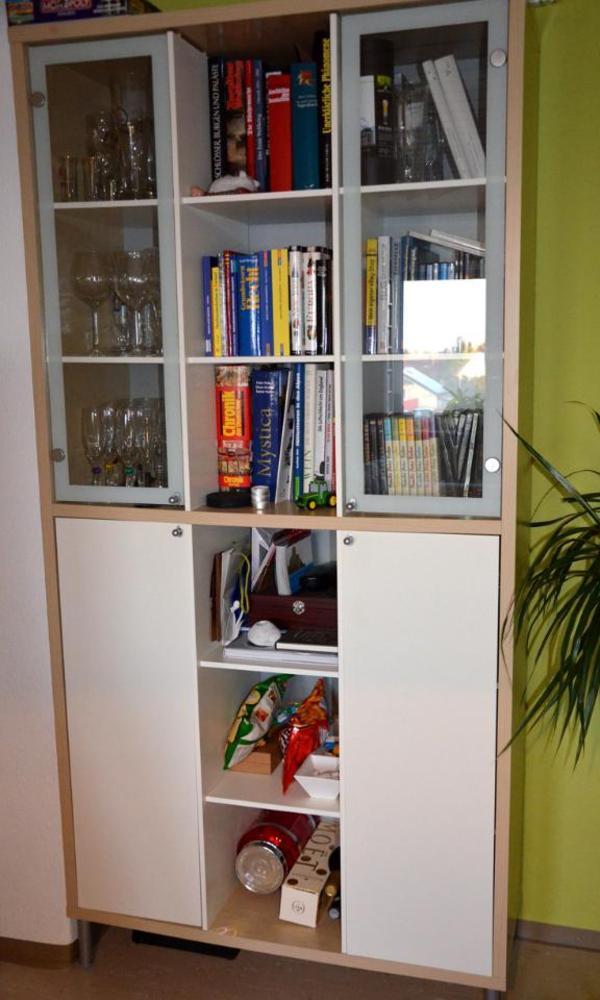 g nstig abzugeben ist eine schrank vitrine mit glast ren ikea zeitloses schickes design. Black Bedroom Furniture Sets. Home Design Ideas