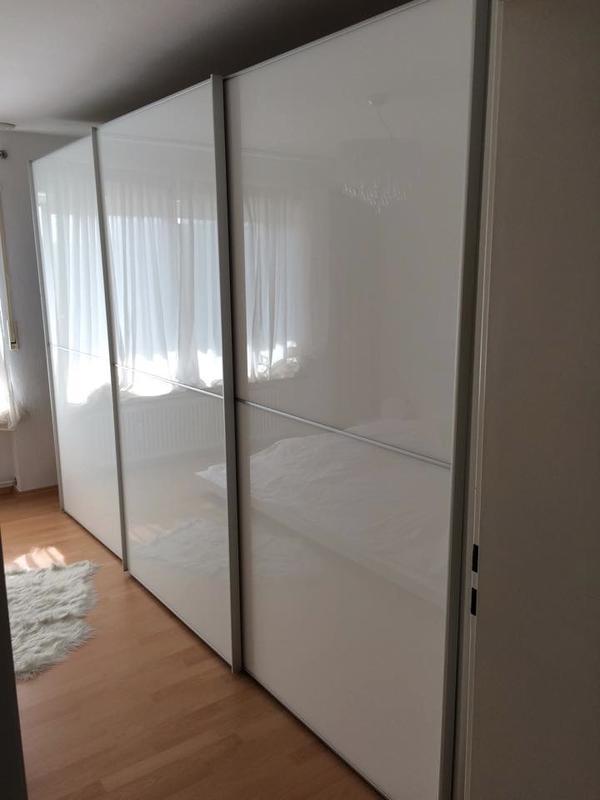 schwebet renschrank segm ller wei kleiderschrank schlafzimmer in dachau schr nke sonstige. Black Bedroom Furniture Sets. Home Design Ideas