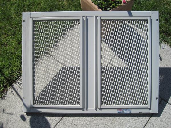 Kellerfenster mit gitter kellerfenster gitter in for Kellerfenster obi
