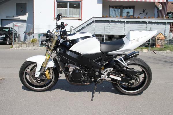 suzuki gsx r 750 naked bike in m der umbauten tuning. Black Bedroom Furniture Sets. Home Design Ideas