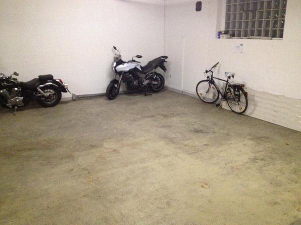 tiefgaragen stellplatz f r moped roller motorrad in. Black Bedroom Furniture Sets. Home Design Ideas