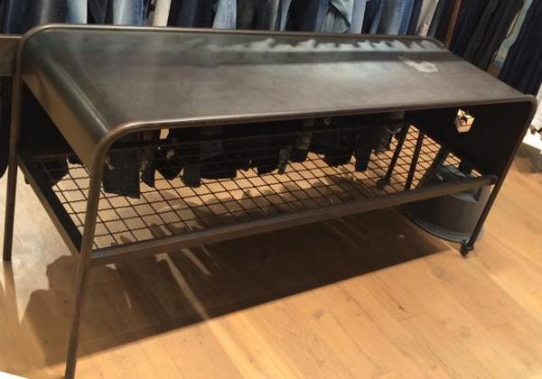tisch im industriestil aus metall in m nchen b rom bel. Black Bedroom Furniture Sets. Home Design Ideas