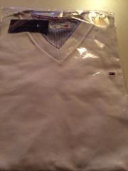 Tommy Hilfiger T Shirt mit V-Ausschnitt neu ! In Weiß gebraucht kaufen  Wedemark