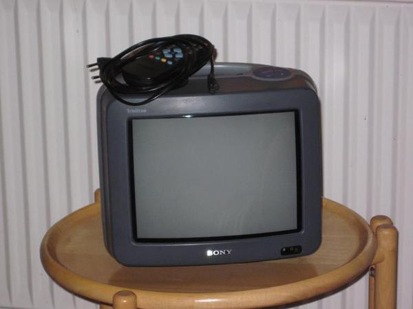 tragbarer fernseher von sony ideal f r camping oder. Black Bedroom Furniture Sets. Home Design Ideas