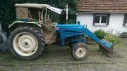 Traktor Ford mit