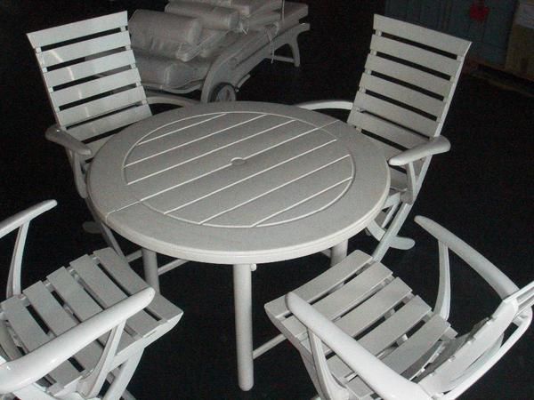 bild 4 triconfort sonnenliege riviera mit auflagen rundem tisch u hocker wendelstein. Black Bedroom Furniture Sets. Home Design Ideas