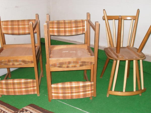 verschiedene st hle g nszig abzugeben pro stuhl 1 euro. Black Bedroom Furniture Sets. Home Design Ideas
