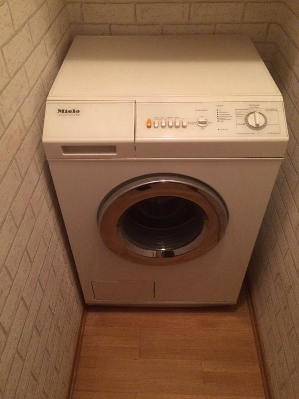 hallo verschenkt wird die waschmaschine von miele. Black Bedroom Furniture Sets. Home Design Ideas