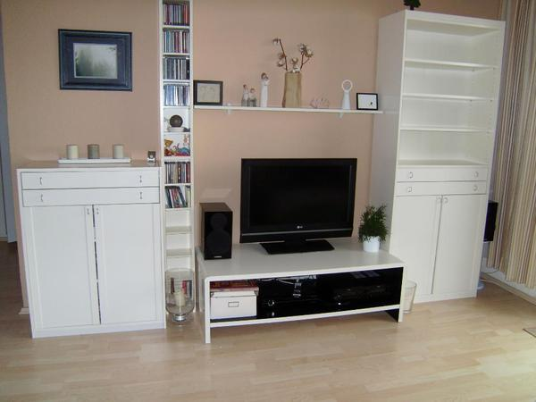 wei e ikea anbauwand mit tv bank b cherschrank in berlin. Black Bedroom Furniture Sets. Home Design Ideas
