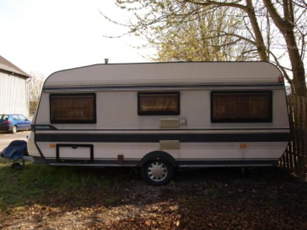 wohnwagen hobby prestige 495 original vorzelt von brand. Black Bedroom Furniture Sets. Home Design Ideas