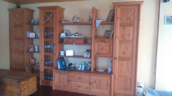 wundersch ne wohnwand helles holz teilmassiv k nnte auch einzeln gestellt werden gut erhalten. Black Bedroom Furniture Sets. Home Design Ideas