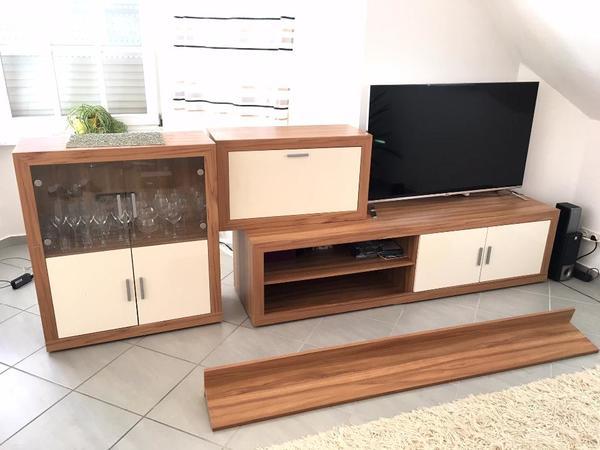 Wohnwand wohnzimmer schrank schrankwand tv lowboard neuwertig gl nzend in schwetzingen - Wohnzimmer schwetzingen ...