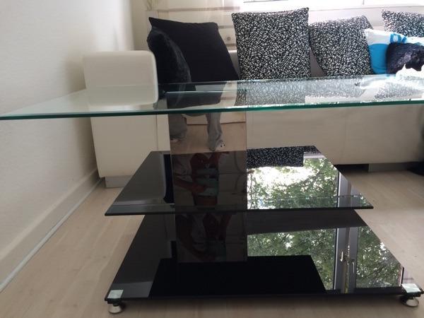 wohnzimmer glastisch in hamburg couchtische kaufen und verkaufen ber private kleinanzeigen. Black Bedroom Furniture Sets. Home Design Ideas