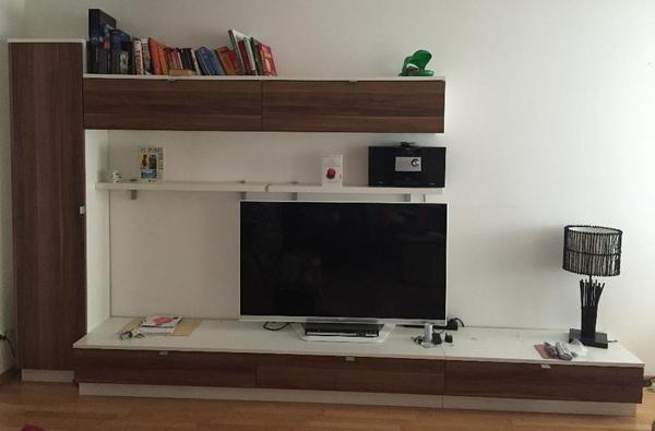 wohnzimmer wand modern in nuss nachbildung gebraucht in bregenz wohnzimmerschr nke. Black Bedroom Furniture Sets. Home Design Ideas