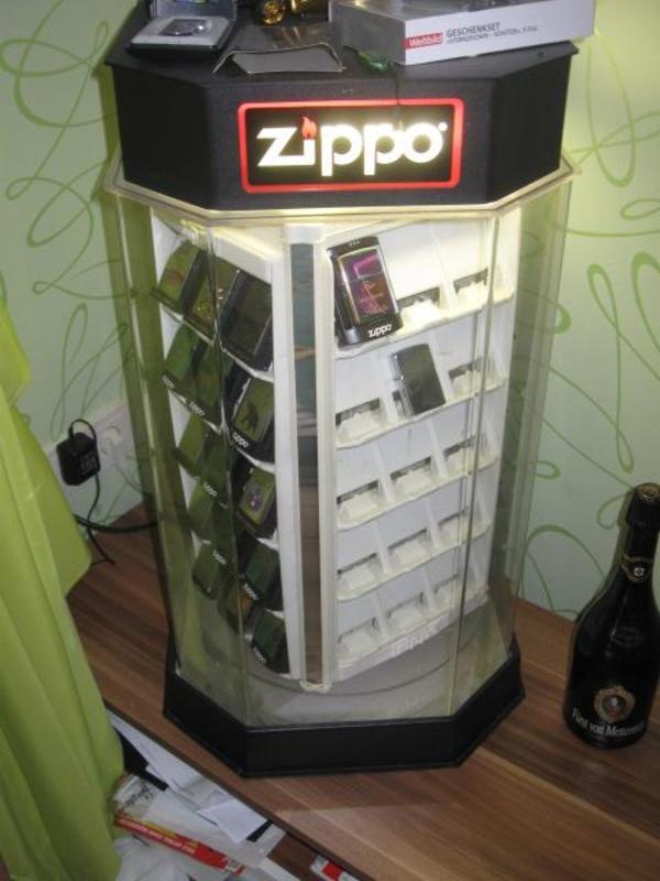 zippo sammlung vitrine 35 st ck auch mazzi in weichering sonstige sammlungen kaufen und. Black Bedroom Furniture Sets. Home Design Ideas