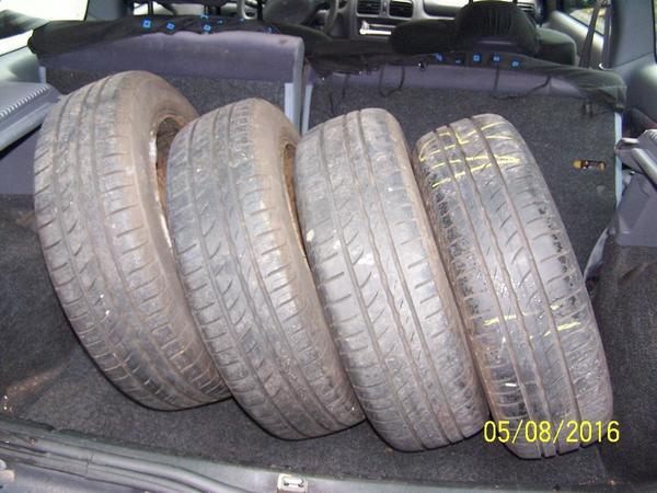 14 ZOLL SOMMERKOMPLETTRAD auf STAHLFELGEN mit SR PIRELLI 165/65 R 14 79 T, DOT 2011 für RENAULT CLIO - Göppingen Jebenhausen - 14 ZOLL SOMMERKOMPLETTRAD mit SOMMERREIFEN PIRELLI CINTORATO 165/65 R 14 79 T, DOT 2011, Profil ca. 4,5 bis 6,5 mm auf SF 5,5 J 14, ET 36, 4-Loch, Lochkreis 100, passend für viele RENAULT CLIO und auch andere RENAULT MODELLE. Die - Göppingen Jebenhausen