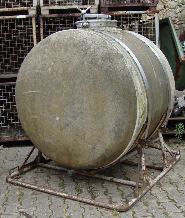 2000 liter gfk regen wassertank tank ist dicht in kindenheim landwirtschaft weinbau kaufen. Black Bedroom Furniture Sets. Home Design Ideas