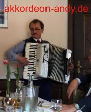Akkordeonspieler für Kleingartenvereine