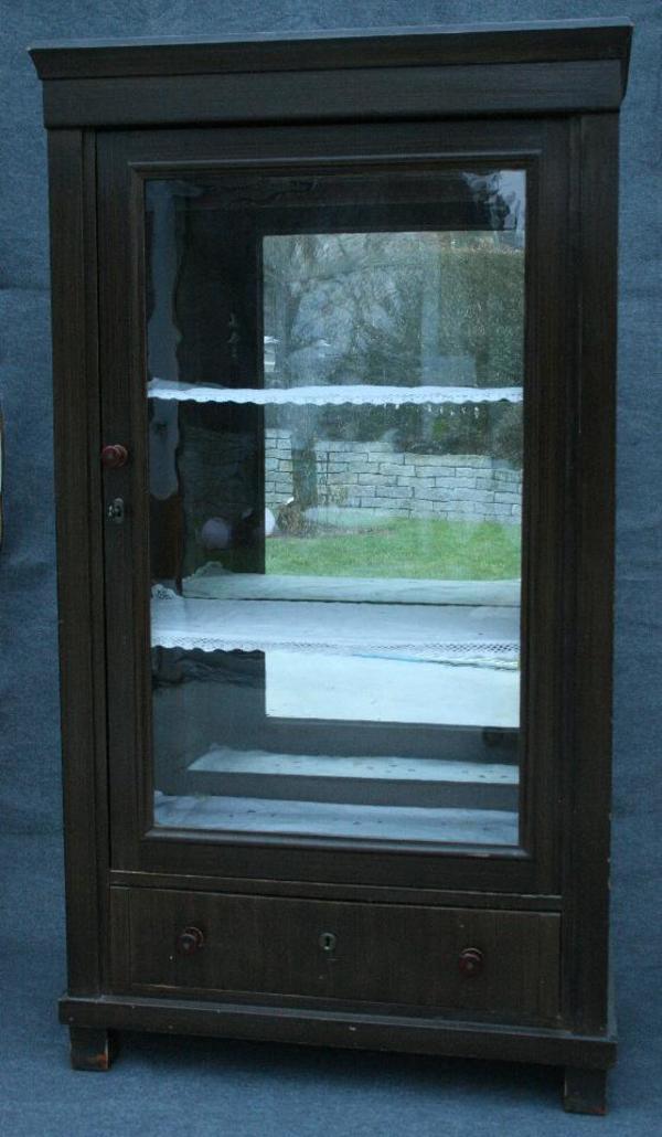 antik waren kleinanzeigen schr nke vitrinen. Black Bedroom Furniture Sets. Home Design Ideas