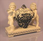 Alte Keramikfigur Traubenträger