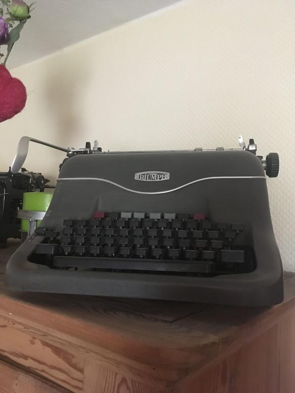 schreibmaschine alt kaufen schreibmaschine alt gebraucht. Black Bedroom Furniture Sets. Home Design Ideas