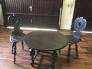 Alter Tisch und