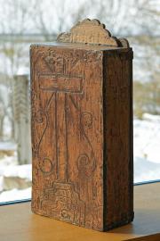 altes, antikes Holzschränkchen
