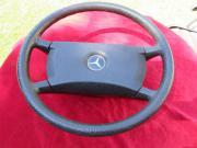 altes Steuerrad von Mercedes