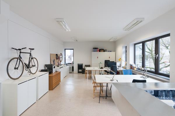 arbeitsplatz in architekturb ro in m nchen vermietung b ros gewerbefl chen kaufen und. Black Bedroom Furniture Sets. Home Design Ideas