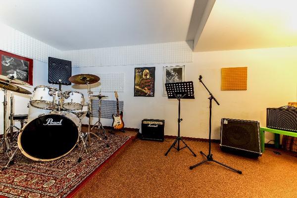 Ausgestattete Musikräume in Schwabing zu