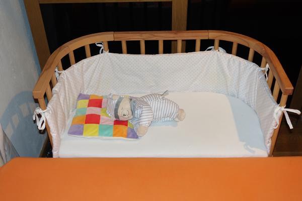babybay plus Zubehör - München - Wir bieten hier an1 x Baby Beistellbett der Marke Babybay in der Version``babybay 100114 Original geölt Kernbuche extra belüftet``.Unsere großgeborene ``kleine Prinzessin`` schlief ca. 7 Monate darin.plus 1 x babybay Matratze original öko m - München