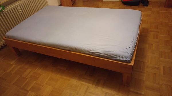Gebraucht, Bett 120x200 Buche massiv mit verstellbarem Lattenrost und Matratze gebraucht kaufen  69118 Heidelberg