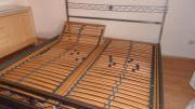 Bettgestell ( Himmelbett) + 2x Lattenrost gebraucht kaufen  Reinheim